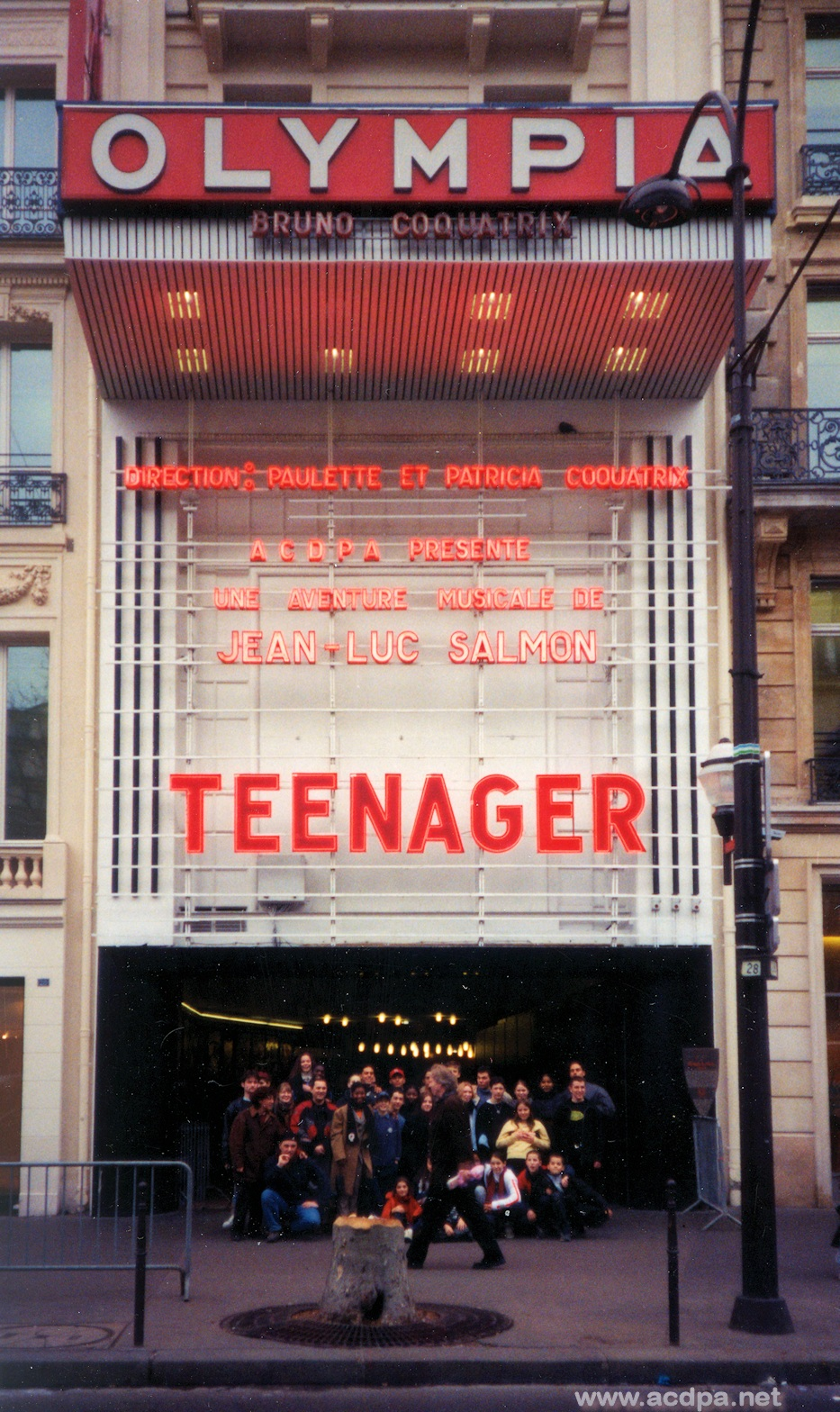 "La troupe ""Teenager"" devant l'Olympia"