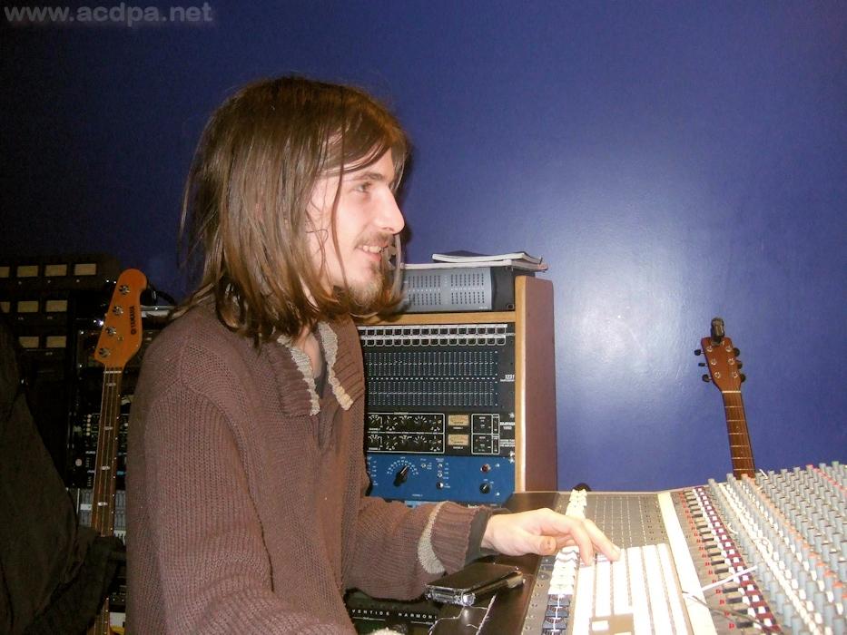 Guillaume, lors du mixage du CD n°7 de Teenager (Nov. 2012)