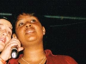 Kelly 2002 (à sa droite : Sihem)