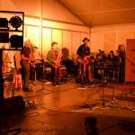 Jean-Luc au piano, Yves au tambourin, Arthur au saxo, Alexandre à la guitare et Farnçois à la régie