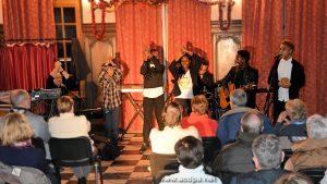 De gauche à droite: Jean-Luc, Abimaniou, Grace, Loojiah, Mariam et Isaia (percussions), avec Alexandre à la batterie.