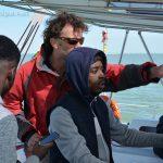 Sortie en catamaran : Jordy passe son baptême à la barre