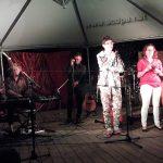 Sur scène à La Baule : Guilhem, Jean-Luc, Grace, Alexis, Delphine et Frank