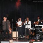 Jean-Luc (masquant Jérémy à la contrebasse), Grace, (masquant Arthur), Adrienne, Tuintim (à la guitare) et Alexandre (au guitarviol)