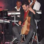 Tuintim, Jérémy (guitarviol) et Adrienne. Le guitarviol est un instrument récent (2008), qui copie l'arpeggione; il est fabriqué à Los Angeles.