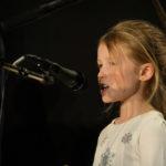 Amélie chante : «Dis pourquoi»