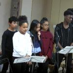 (Jean-Luc) Ryan, Laetitia, Ines, Eva, Mickael et Youssouf chantent : «On ne dit jamais assez» (très crédibles!)