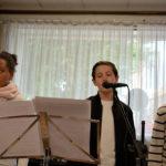 Laetitia, Antoine (dans le rôle du grand frère) et Ryan interprètent : «Dis pourquoi»
