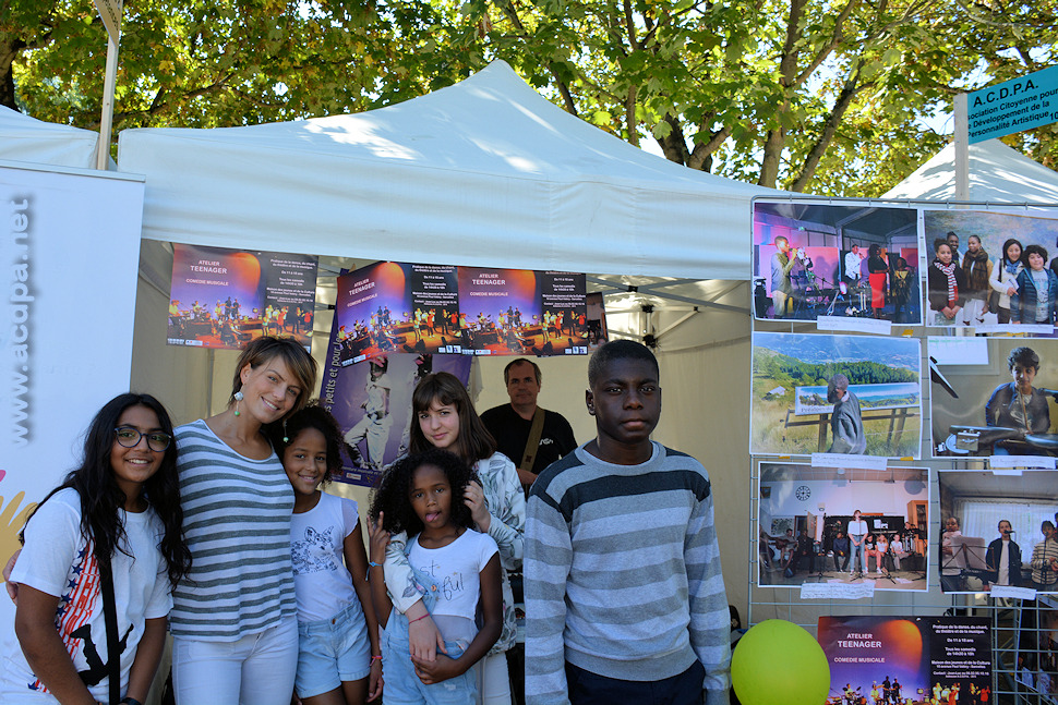 Le groupe Teenager, devant le stand de l'ACDPA, au Forum des Associations à Sarcelles