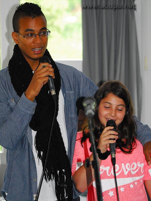 """Tournée d'Été 2014 : Claire (stagiaire) et Alexandre, dans une très belle version de """"Dis pourquoi"""""""